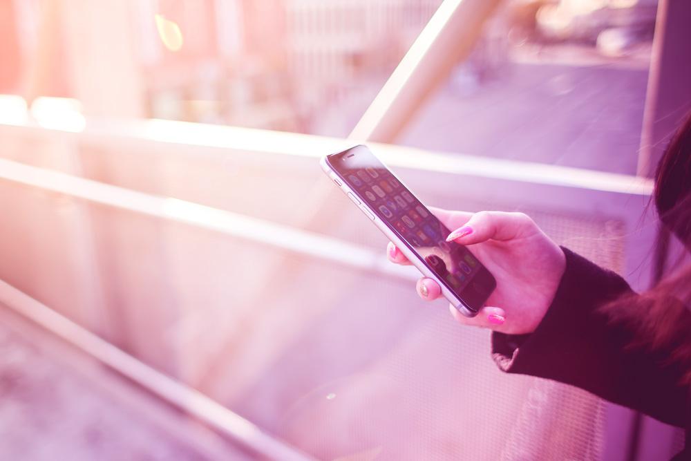 Dein Handy Akku ist immer leer?! Mit diesem coolen Gadget hast du ein Problem weniger!   Ich gebe dir Tipps für geniale Geschenkideen & coole Gadgets zum Verschenken an dich selbst oder an deine Liebsten ;-)