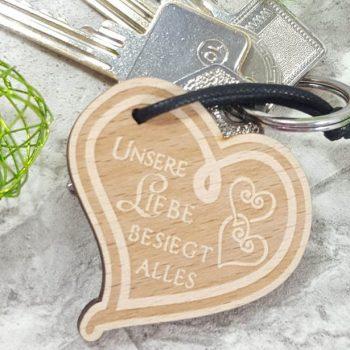 Mein Produkttest zu den Schlüsselanhängern aus Holz von Endlos Schenken. Wunderschöne Geschenke für Valentinstag, Muttertag, Geburtstag und andere Anlässe