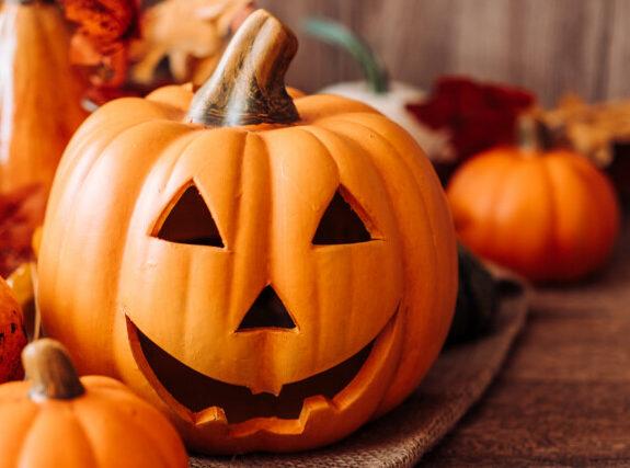 Gruselige Deko Tipps & schaurige Ideen für deine Halloween Party | Ich gebe dir Tipps für geniale Geschenkideen & coole Gadgets zum Verschenken an dich selbst oder an deine Liebsten ;-)