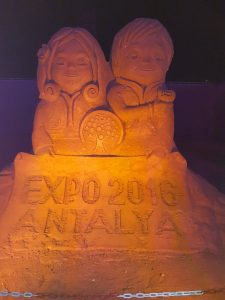 Eingang zur Expo 2016 Antalya Sandland | Ist ein Urlaub in der Türkei gefährlich oder trotzdem schön?!