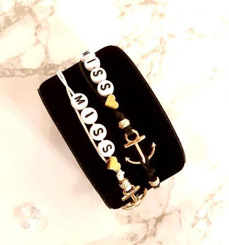Knotenarmband weiß und schwarz mit roségoldfarbenen Akzenten | Modische Geschenke Ideen für Frauen und Männer | Ich gebe dir Tipps für geniale Geschenke Ideen & coole Gadgets zum Verschenken an dich selbst oder an deine Liebsten ;-)